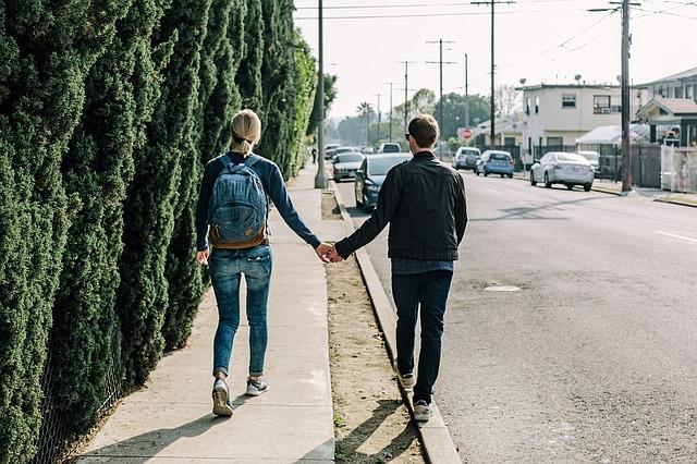 couple-1210023_640